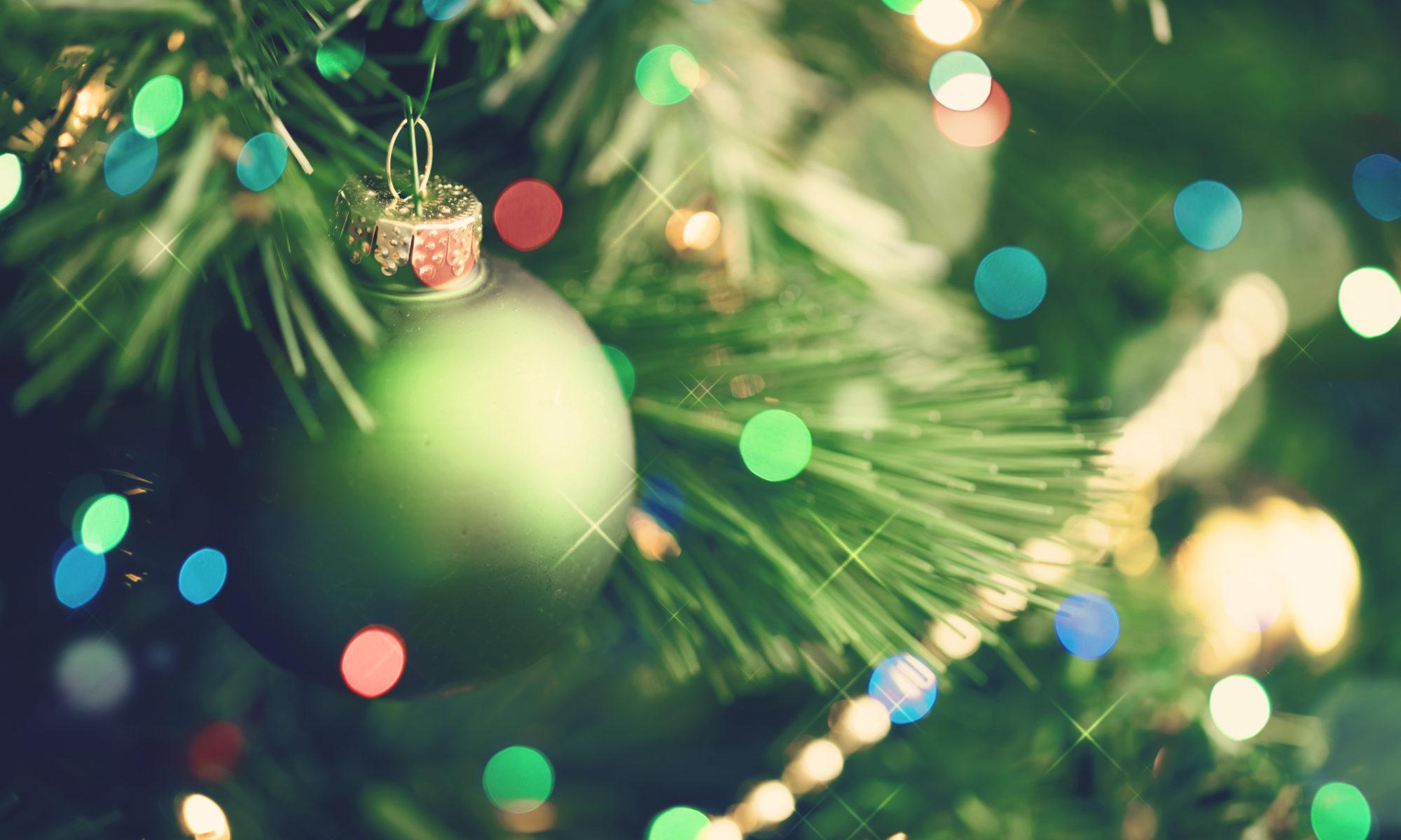 zbliżenie na choinkę bożonarodzeniową