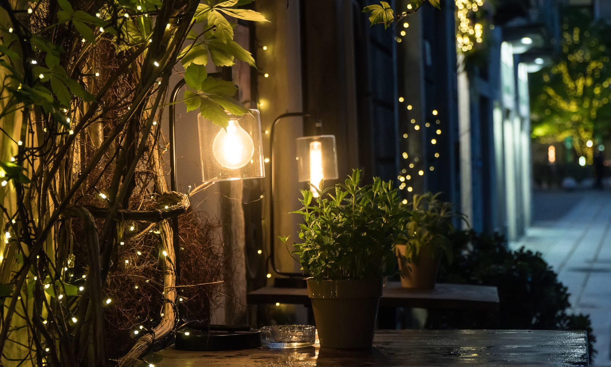 oświetlenie ogrodu w stylu vintage