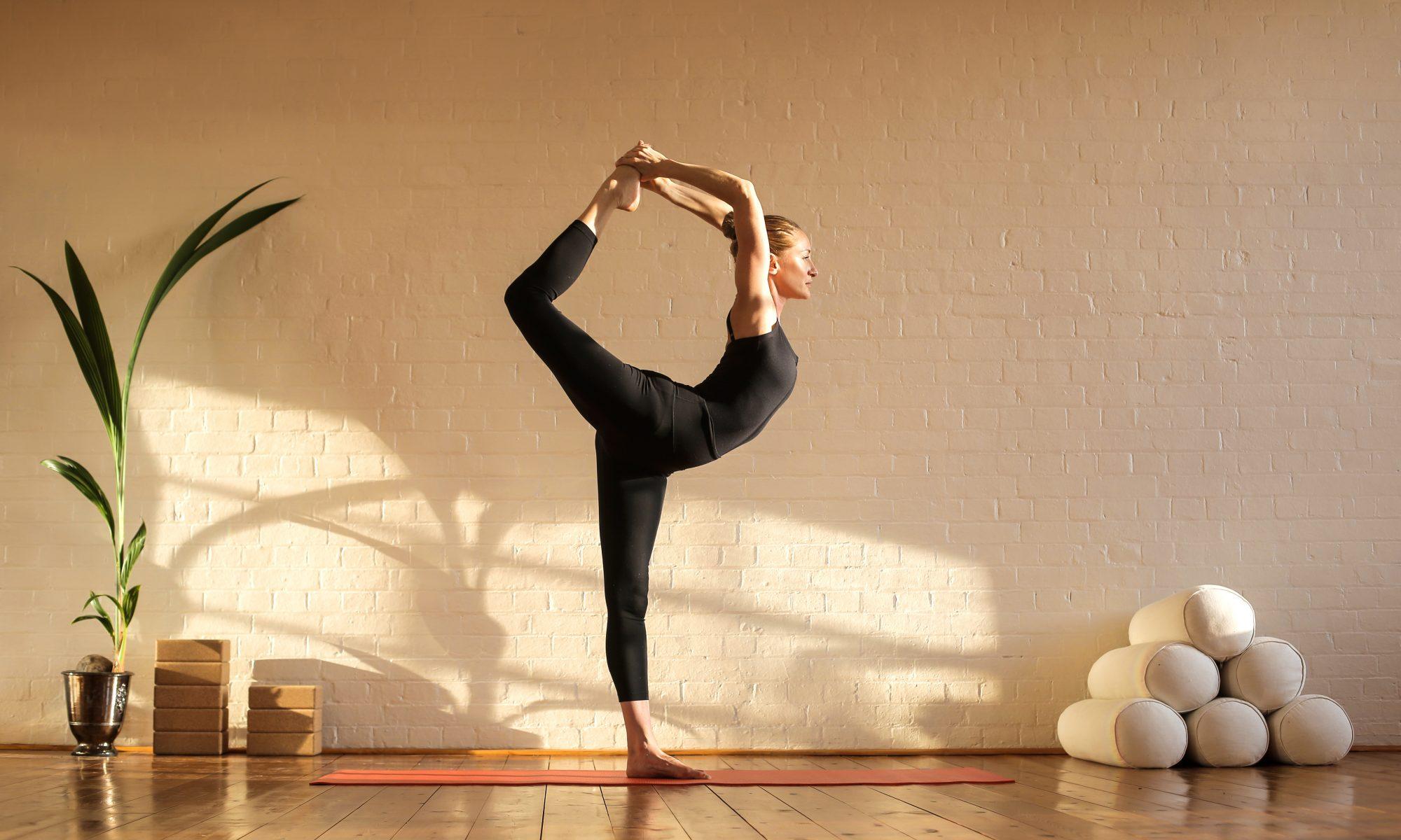 kobieta podczas sesji jogi